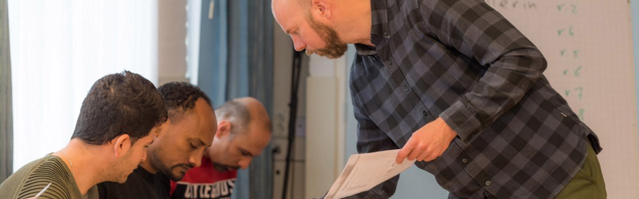 IVIO-Opleidingen | Nederlandse taallessen voor iedereen